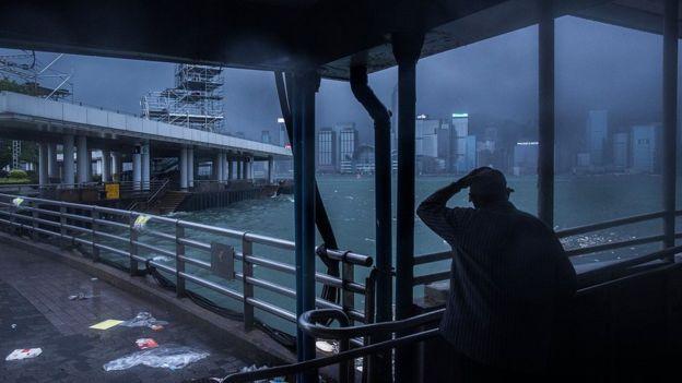 Cây đổ, nhà tốc mái khi bão số 2 càn quét Trung Quốc - 2