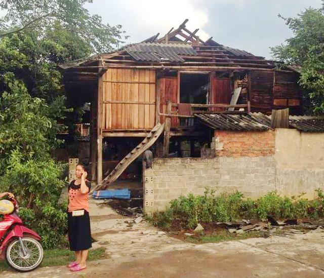 Dông lốc khủng khiếp ở Yên Bái, nhiều nhà bị thổi tung - 2