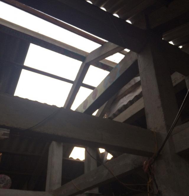 Dông lốc khủng khiếp ở Yên Bái, nhiều nhà bị thổi tung - 11