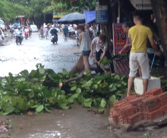 Dông lốc khủng khiếp ở Yên Bái, nhiều nhà bị thổi tung - 9