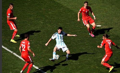 """Dắt bóng """"cân cả thế giới"""": Đặc sản của Messi - 1"""