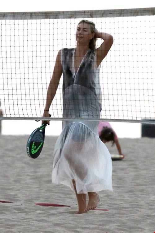 Không thi đấu Olympic Rio, Maria Sharapova chơi tennis bãi biển - 2