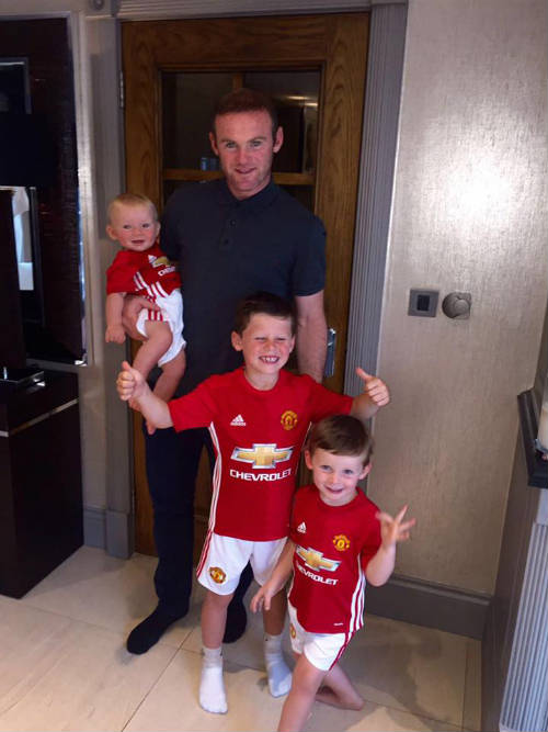 MU – Everton: Tri ân Rooney, Mourinho chào Old Trafford - 1