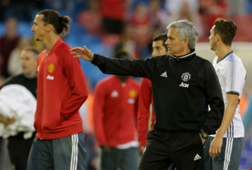 MU – Everton: Tri ân Rooney, Mourinho chào Old Trafford - 3