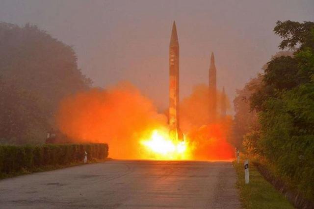 Triều Tiên nã tên lửa đạn đạo vào biển Nhật Bản - 1
