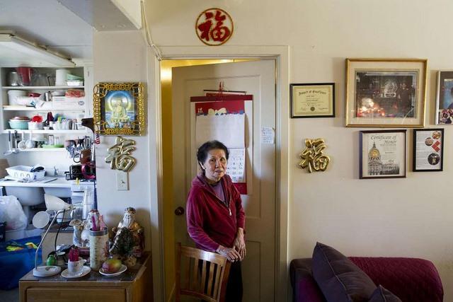 Bà cụ Việt Nam ở Mỹ quét rác nuôi 3 cháu khôn lớn - 2