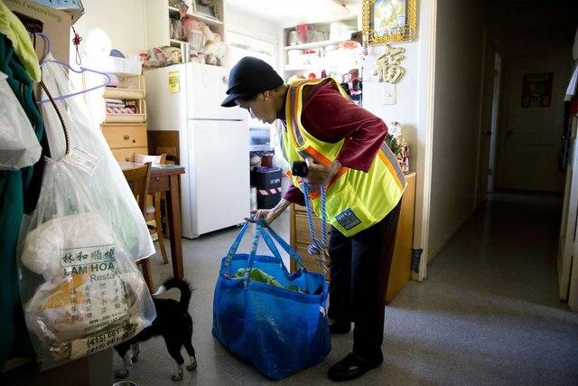 Bà cụ Việt Nam ở Mỹ quét rác nuôi 3 cháu khôn lớn - 5