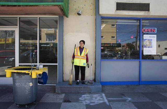 Bà cụ Việt Nam ở Mỹ quét rác nuôi 3 cháu khôn lớn - 11