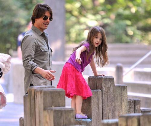 Con gái Tom Cruise lớn quá nhanh khiến fan bất ngờ - 8