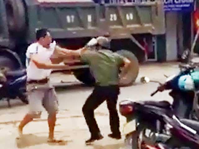 Hà Nội: Công an huyện bị đánh tử vong - 1