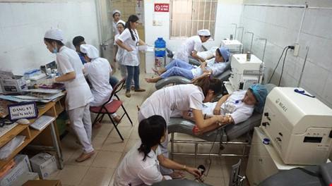 Nhân viên bệnh viện hiến máu cứu sản phụ qua cơn nguy kịch - 1
