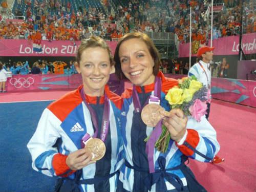 """""""Vợ chồng"""" 2 người xinh gái đi vào lịch sử Olympic - 2"""