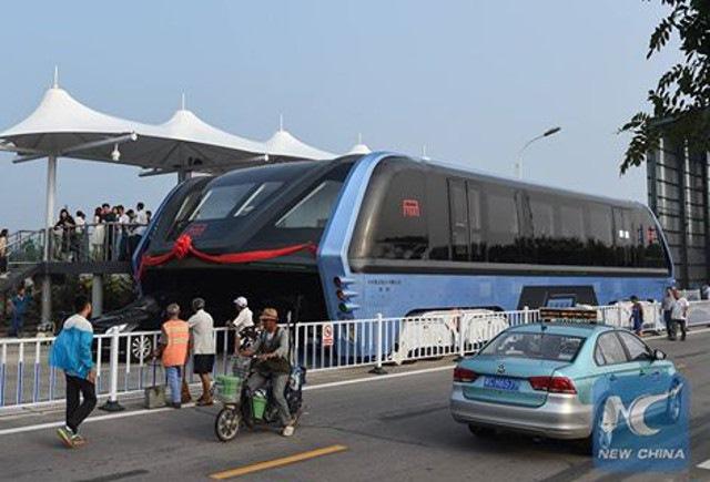 """Trung Quốc chạy thử """"siêu xe chống tắc đường"""" - 1"""