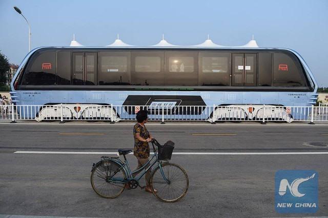 """Trung Quốc chạy thử """"siêu xe chống tắc đường"""" - 3"""