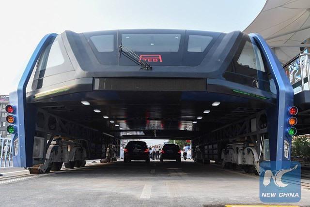 """Trung Quốc chạy thử """"siêu xe chống tắc đường"""" - 2"""