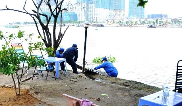 Nam thanh niên chết bí ẩn trên sông Sài Gòn - 1