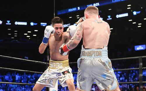 """Boxing: """"Kẻ hủy diệt"""" hạng gà hạ VUA hạng lông - 2"""