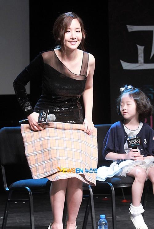 Tình cũ Lee Min Ho khổ sở vì tham diện váy ngắn cũn - 9