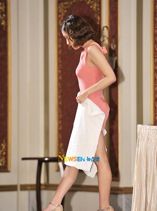 Tình cũ Lee Min Ho khổ sở vì tham diện váy ngắn cũn - 2