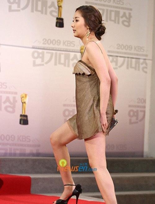 Tình cũ Lee Min Ho khổ sở vì tham diện váy ngắn cũn - 7