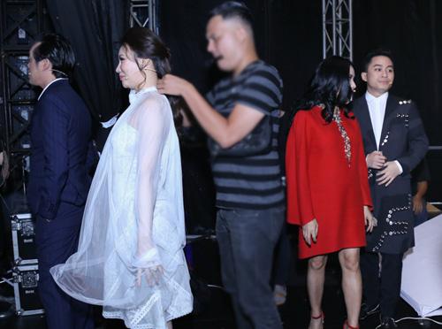 """Hương Hồ nói về tin đồn giám khảo """"chia phe"""" tại X-Factor - 3"""