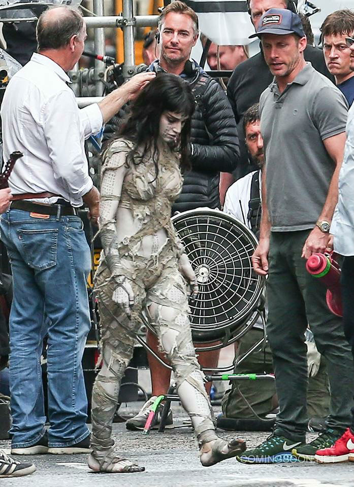 """Tom Cruise phong độ trên trường quay """"Xác ướp"""" - 4"""