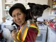 Bà cụ Việt Nam ở Mỹ quét rác nuôi 3 cháu khôn lớn