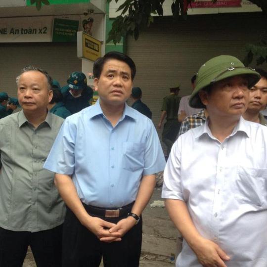 Hà Nội: Sập nhà phố cổ, ít nhất 5 người mắc kẹt - 4