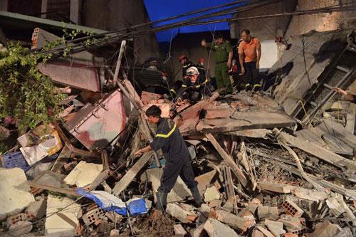 Sập nhà 4 tầng giữa Thủ đô: 2 người tử vong - 7