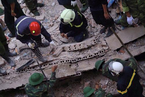 Sập nhà 4 tầng giữa Thủ đô: 2 người tử vong - 14