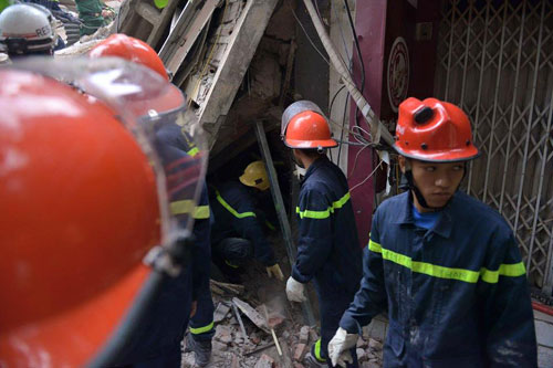 Sập nhà 4 tầng giữa Thủ đô: 2 người tử vong - 12
