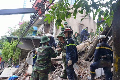 Sập nhà 4 tầng giữa Thủ đô: 2 người tử vong - 10