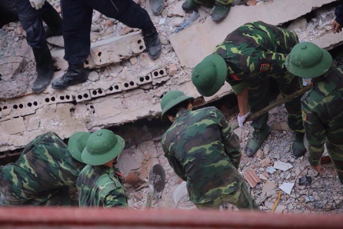 Sập nhà 4 tầng giữa Thủ đô: 2 người tử vong - 15