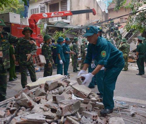 Sập nhà 4 tầng giữa Thủ đô: 2 người tử vong - 11