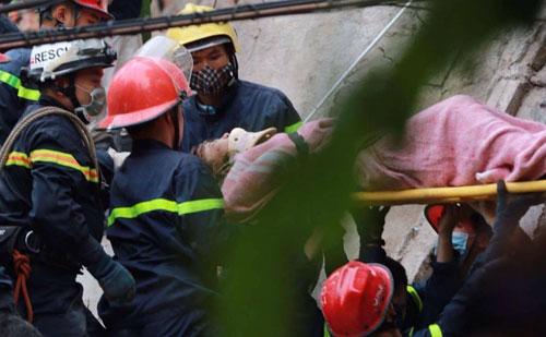 Sập nhà 4 tầng giữa Thủ đô: 2 người tử vong - 5