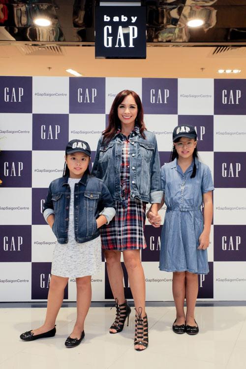 Gia đình sao Việt hiện đại trong trang phục GAP - 1