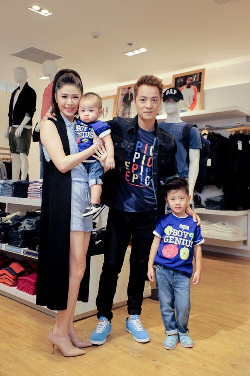 Gia đình sao Việt hiện đại trong trang phục GAP - 2