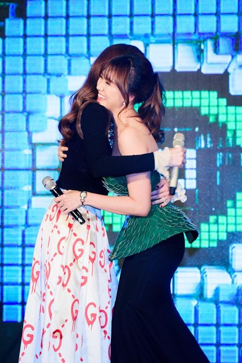 Hà Hồ, Hari Won ôm thắm thiết xóa tin đồn bất hòa - 3