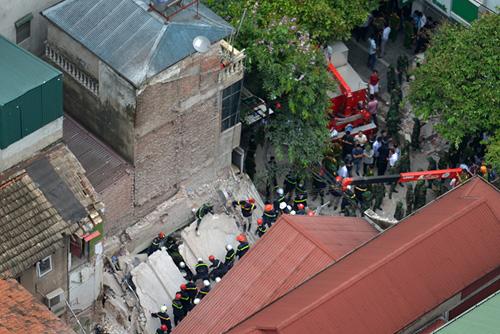 Chùm ảnh hiện trường đổ nát sau vụ sập nhà 4 tầng ở HN - 1
