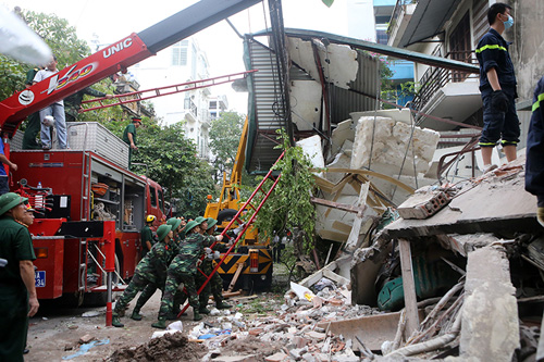 Chùm ảnh hiện trường đổ nát sau vụ sập nhà 4 tầng ở HN - 3