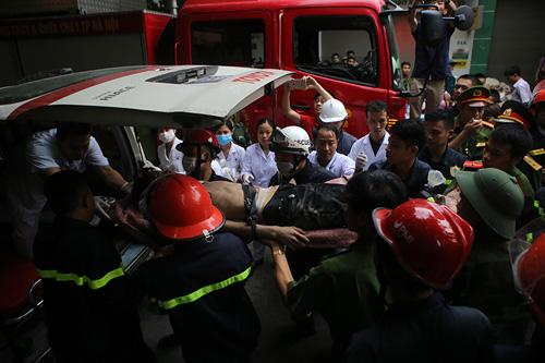 Chùm ảnh hiện trường đổ nát sau vụ sập nhà 4 tầng ở HN - 9