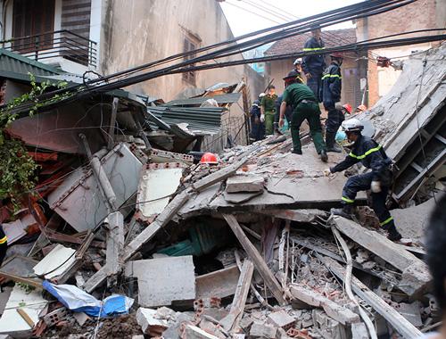 Chùm ảnh hiện trường đổ nát sau vụ sập nhà 4 tầng ở HN - 10