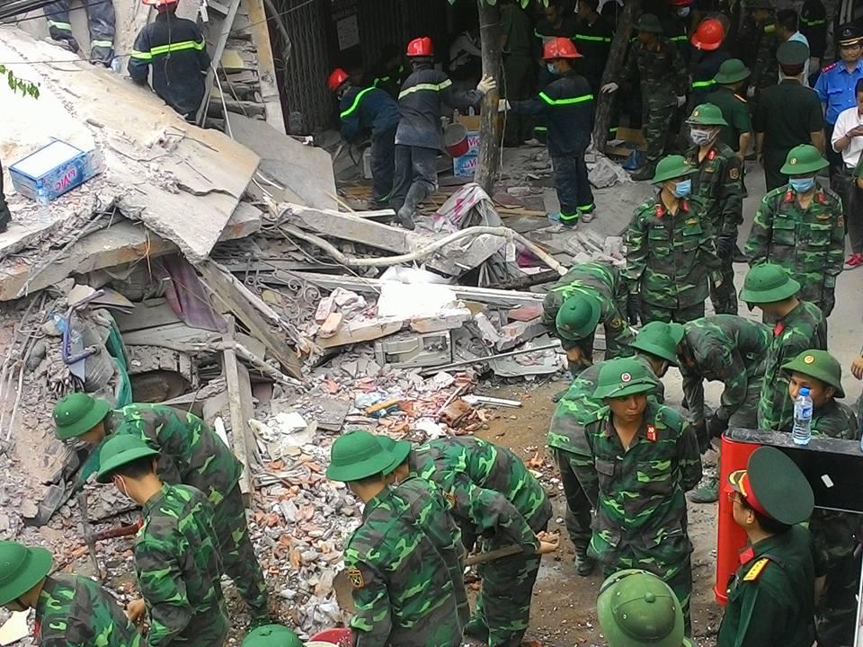 Chùm ảnh hiện trường đổ nát sau vụ sập nhà 4 tầng ở HN - 12