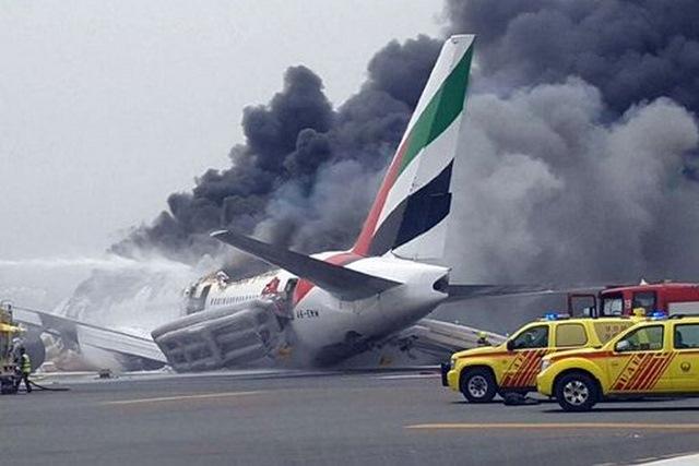 Lý do 300 người thoát nạn khi máy bay cháy dữ dội ở Dubai - 1