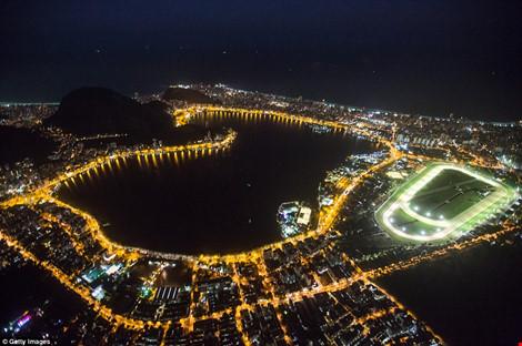 Hình ảnh đẹp ngỡ ngàng ở Rio trước lễ khai mạc Olympic - 1