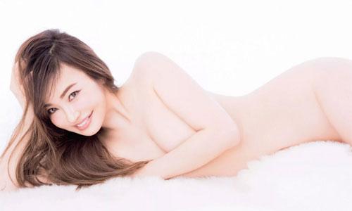 Người mẫu 45 tuổi quyến rũ hơn thiếu nữ - 1