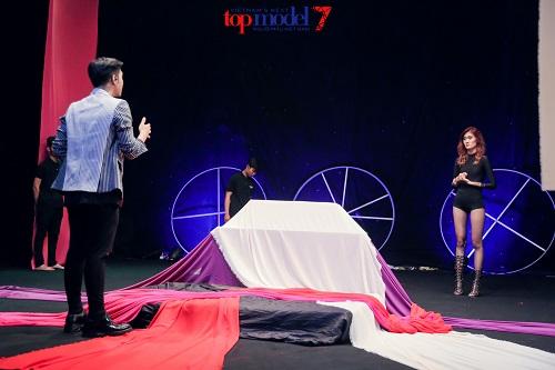 """Vietnam's Next Top: Thanh Hằng lại phải """"dọa"""" hot girl 1m54 - 2"""