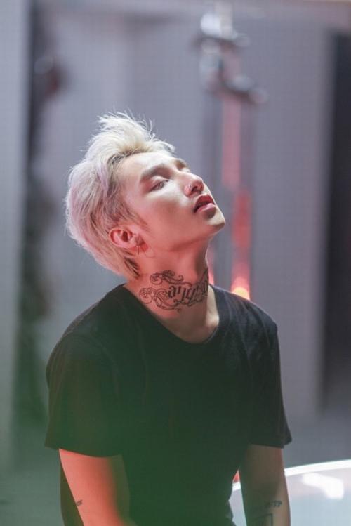 """MV Sơn Tùng hot đình đám trên Youtube dù bị tố """"đạo nhạc"""" - 1"""