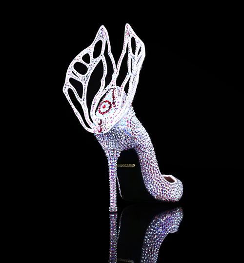 Chiêm ngưỡng thiết kế giày đặc biệt dành cho tân HHVN 2016 - 1