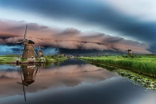 Ảnh đẹp ma mị về trận bão khổng lồ tại làng cối xay gió - 6